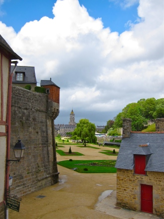 Vannes plaza and ramparts