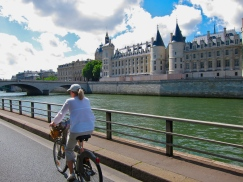 Biking along the Seine