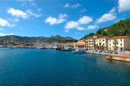 Entering port at Elba