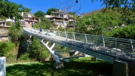 New pedestrian bridge to Isla Cuale